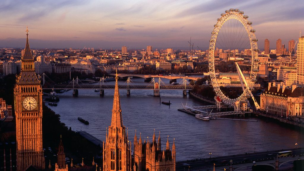 London scenery at dusk